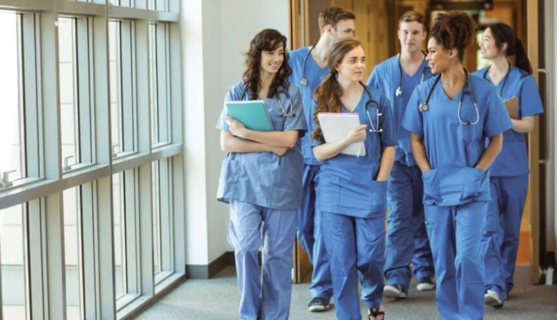 How to Choose the Right Nursing School for You